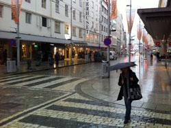 De ytre delene av Vestlandet slapp unna det verste regnet, med   det kom noen kraftige byger i Bergen tirsdag. (Foto: Ronald Toppe)