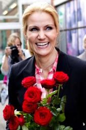 KNEPEN LEDELSE: Helle Thorning-Schmidt fra Socialdemokratene   kan bli historiens første kvinnelige statsminister i Danmark om de siste   meningsmålingene holder helt inn. (Foto: SCANPIX)