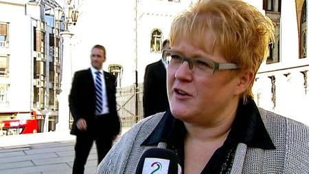 SKEPTISK: ¿ Vi stiller spørsmål ved hva er det som egentlig har skjedd, sier Venstre-leder Trine Skei Grande.  (Foto: TV 2)