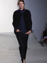 DET ENKLE ER OFTE DET BESTE: Phillip Lim lar seg inspirere av   skandinavisk minialisme, og viser at det enkle ofte er det beste i sin   vår- og sommerkolleksjon 2012 under «New York Fashion Week».