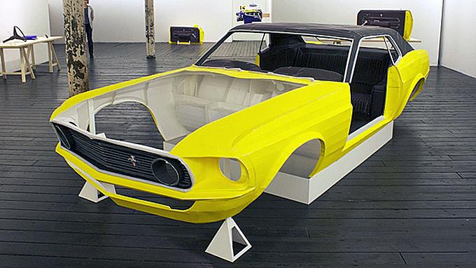 Den amerikanske kunstneren Jonathan Brand måtte selge Mustangen sin for å kjøpe forlovelsesring til sin utkårede. Nå har han gjenskapt den i skala 1:1 - i papir! Photo courtesy Jonathan Brand, used with permission