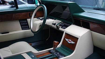 Aston Martin Lagonda hadde verdens første digitale dashboard, visstnok konstruert av Lucas - her fra en Series II-bil.