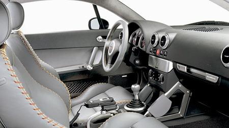 Om designet gjorde den første Audi TTen til en bil med kort holdbarhetsdato, virket interiør og kjøreegenskaper ganske underholdende.