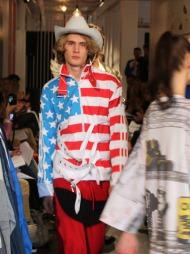 STARS AND STRIPES: Jeremy Scott har klare populærkulturelle referanser. Vår- og sommerkolleksjonen for Adidas er intet unntak.