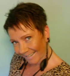 Lily-Ann Studsrød (48) har hatt migrene siden barndommen, og det preger mange valg hun gjør i hverdagen.  (Foto: Privat)