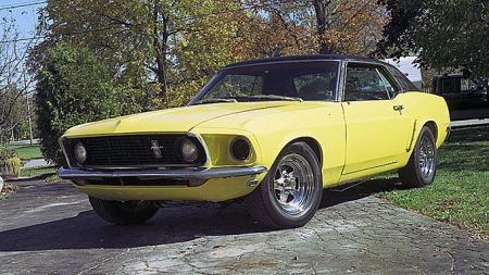 Inspirasjonskilden er denne Mustangen som Jonathan brukte fem år på å restaurere sammen med sin far. Den ble solgt for å finansiere en forlovelsesring - men historien var ikke over med dét. Photo courtesy Jonathan Brand, used with permission.