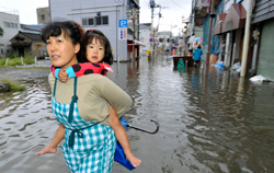 Vannet står høyt  Ishinomaki. (Foto: Reuters)