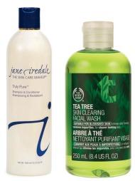 RENS TIL SMINKEKOSTER: Med Truly Pure Shampoo & Conditioner   fra Jane Iredale kan du vaske både håret og sminkekostene dine! Produktet   renser og pleier sminkekostene dine, og øker dermed også kostenes levetid.   Truly Pure er fremstilt uten parabener, og inneholder ikke kjemiske fargestoffer   (kr 295). Tea Tree Skin Clearing Facial Wash fra The Body Shop kan brukes   både som ansiktsvask og for å rense sminkekoster. Den antibaktrielle   tea tree-olken egner seg for grundig rens av sminkekoster (kr 98).