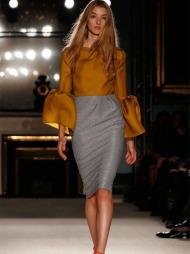 LENGE LEVE 60-TALLET: Roksanda Ilinic holder fast ved det glamourøse 60-tallet i sin vår- og sommerkolleksjon 2012. Var det noen som sa «Studio 54»?