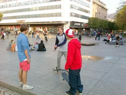 I Bergen var det skikkelig sommerstemning torsdag ettermiddag. (Foto: Ronald Toppe)