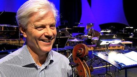 GLEDER SEG: Cellist i Stavanger Symfoniorkester, Anders Moberg, tror samarbeidet kommer til å slå an.