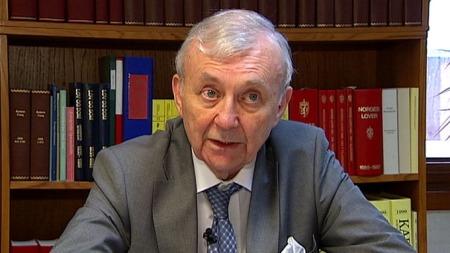 FORNØYD: Advokat Edmund Asbøll er fornøyd med dommen, og tror den kan bane vei for andre med lignende saker.  (Foto: Magnus Nøkland)