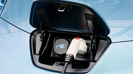 Det blir ingen egne regler for plug in-hybrider, slik mange hadde regnet med. Men flere av dem vil nyte godt av reduksjonen i avgift for de aller reneste bilene, med et CO2-utslipp under 50 gram per kilometer.