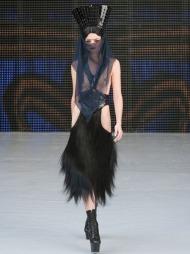 DEN UMULIGE MOTEN? Designer Charlie Le Mindu viste en noe annerledes   vår- og sommerkolleksjon under Paris Fashion Week. Det var han ikke alene   om...