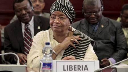 DISKUTERTE   GADDAFI: Ellen Johnson-Sirleaf representerer Liberia i Den afrikanske   union. Her er hun avbildet mens unionen diskuterer handlingsplan rundt   den hardt prøvede diktatoren Muammar al-Gaddafi. (Foto: Rebecca Blackwell/Ap)