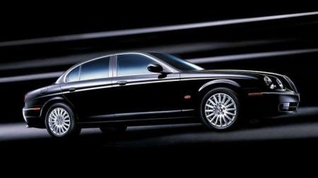 S-Type har måttet tåle en del kritikk for utseendet, og på bruktmarkedet får du nå disse bilene til under 150.000 kroner.