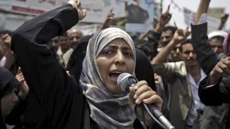 AKTIV I OPPOSISJONEN: Her er Tawakkul Karman avbildet under en demonstrasjon i i Sanaa 27. juni i år. (Foto: Hani Mohammed/Ap)
