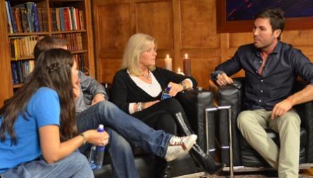 PÅ SKOLEBENKEN: Mina Hadjian, Otto Robsahm og Ingeborg Sørensen er blant kjendisene som skal gå på skolen hos lærer Jan Thomas.