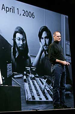 Da Apple fylte 30 år i 2006, ble et like gammelt bilde av Jobs   og kameraten Steve Wozniak vist på storskjerm under MacWorld-messen i   San Francisco.