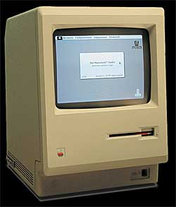 Den første Macintoshen ble sluppet på markedet 24. januar 1984.   Den hadde et grafisk brukergrensesnitt og mus i stedet for tekstbaserte   kommandoer som var vanlig den gangen.