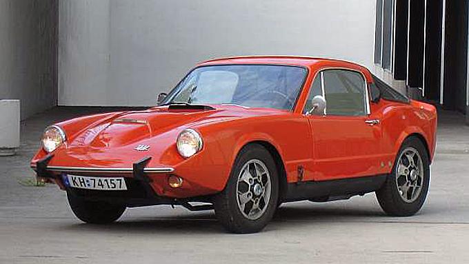 Bård Risans Sonett V4 er en av rundt 10 slike biler i Norge, forteller han. Åse Klevelands berømte eksemplar er en av de andre, og skal være av samme årsmodell. Foto: Privat