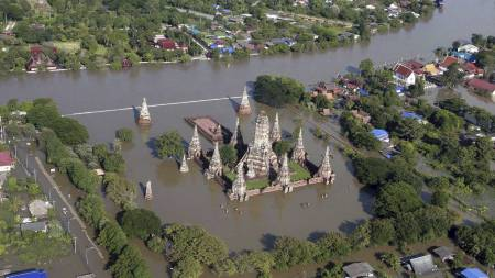 Chai Wattanaram tempelet i byen Ayutthaya står under vann. (Foto: Str/Ap)
