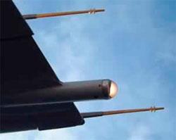 Lyn som treffer en Boeing 737 går ut igjen via disse stavene. (Foto: Boeing)