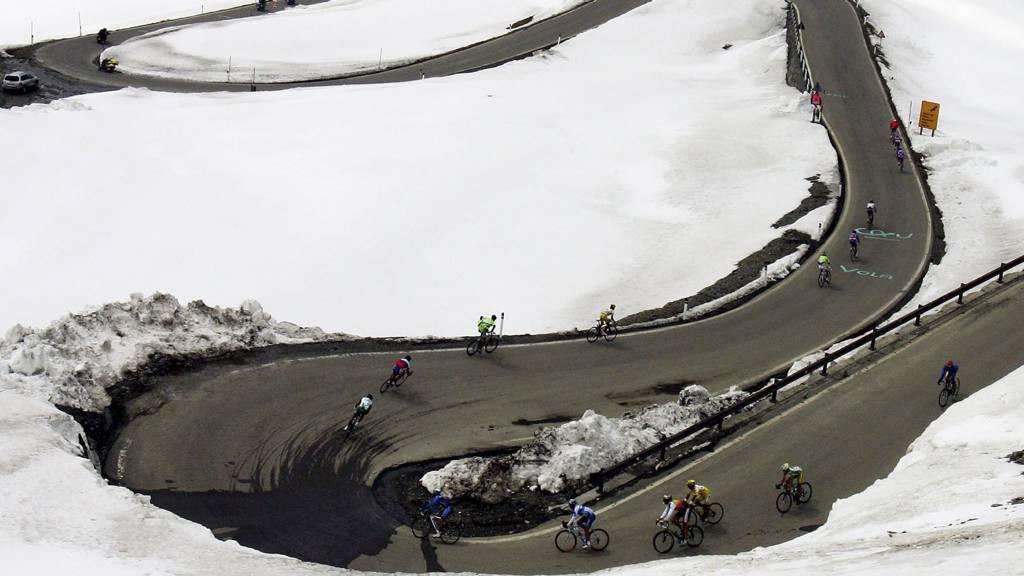 Hårnålsvingene i Stelviopasset spiller en sentral rolle i Giro d'Italia 2012. (Foto: ALESSANDRO TROVATI/AP)