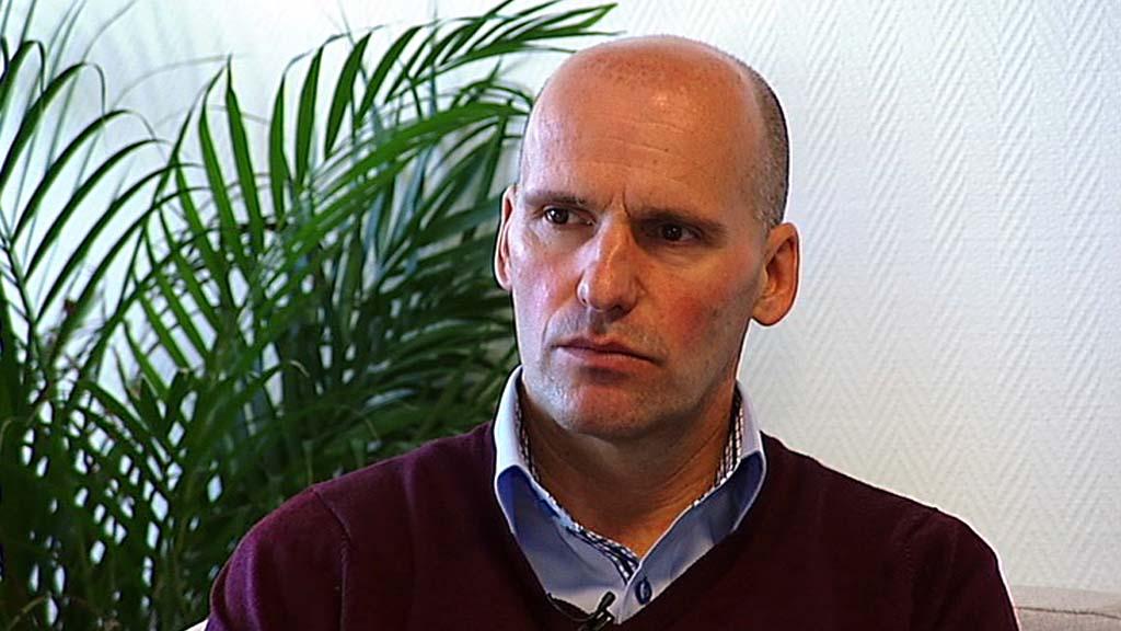 INNBRUDD: - Jeg har opplevd at utenlandske journalister bokstavelig talt har brutt seg inn hjemme hos meg på jakt etter informasjon, sier Lippestad som forsvarer Anders Behring Breivik.  (Foto: TV 2)