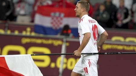Podolski (Foto: ROLAND WEIHRAUCH/Afp)