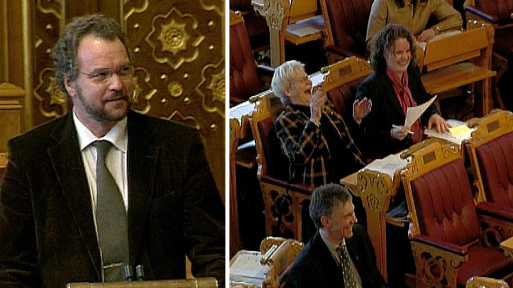 HUMORISTISK: Lars Sponheim fikk en hel stortingsal til å bryte ut i latter. (Foto: Stortinget)