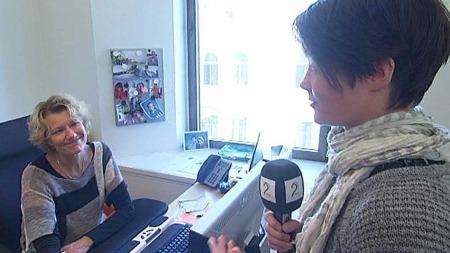 TV 2-reporter og programledervikar Camilla Laache gir God morgen Norges redaktør, Ida Dypvik, komplement for å være en sjef som ser hele mennesket.  (Foto: God morgen Norge)