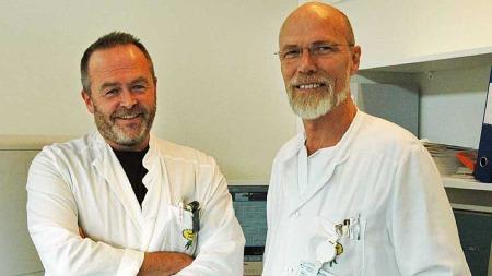 INGEN PENGER: Den nasjonale ME-studien som legene ved Haukeland   universitetssykehus, Olav Melle (t.h.) og Øystein Fluge planlegger fikk   ingen midler fra Forskningsrådet. (Foto: Barbro Eikesdal/ TV 2)
