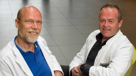 NY ME-STUDIE: Professor Olav Mella (t.v) og overlege Øystein Fluge ønsker nå å få i gang en større nasjonal multisenterstudie på effekten av kreftmedisinen Rituximab mot ME.  (Foto: Fotokreditering: Tor Erik H. Mathiesen. / Helse Bergen)