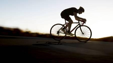 PÅ SYKKEL: Gjør det du liker best når du skal trene intervaller, om det er sykling, løping eller å gå i motbakke. (Foto: Craft/)