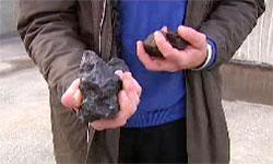 Det er en slik steinklump Ødegaard leter etter, bare mye større! (Foto: TV 2)