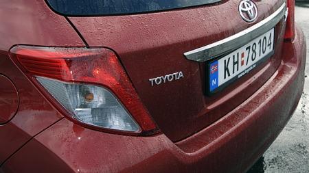Også baklyktene gir nye Yaris klar designmessig familietilhørighet med øvrige nye Toyota-modeller. (Foto: Tore Robert Klerud)