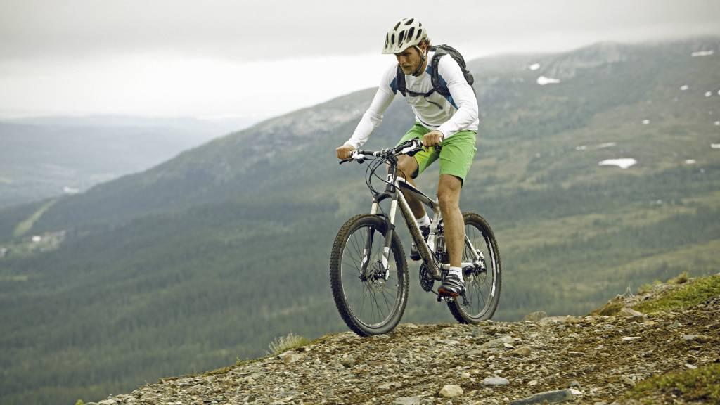 HØY INTENSITET: Sporty-ekspert Siri Marte Hollekim anbefaler karbohydrater for dem som ønsker å ta i på trening. (Foto: Craft/)