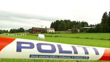BEFARING: Anders Behring Breiviks forsvarere skal fredag på befaring på gården der den terrorsiktede laget bomben som sprengte regjeringskvartalet 22.juli. (Foto: TV 2)