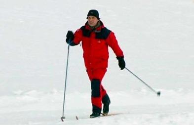 KALD FORNØYELSE: Statsminister Jens Stoltenberg ser fram til å slå følge med den norske sørpolekspedisjonen i desember. (Foto: TV 2)