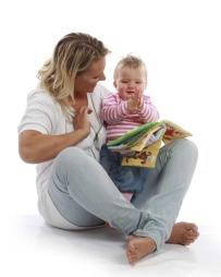 Studier viser at barn som lærer babytegn har større ordforråd når de begynner å snakke enn de som ikke lærer det.  (Foto: Mona Monsen Nyvoll)