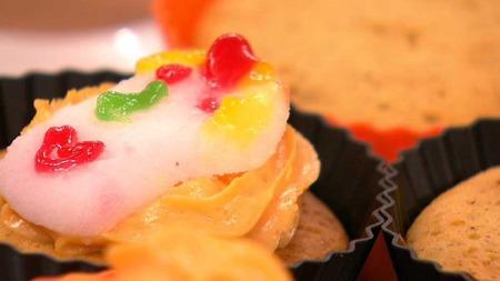 Deilige muffins uten sukker og hvetemel kan friste både liten og stor. (Foto: TV 2)