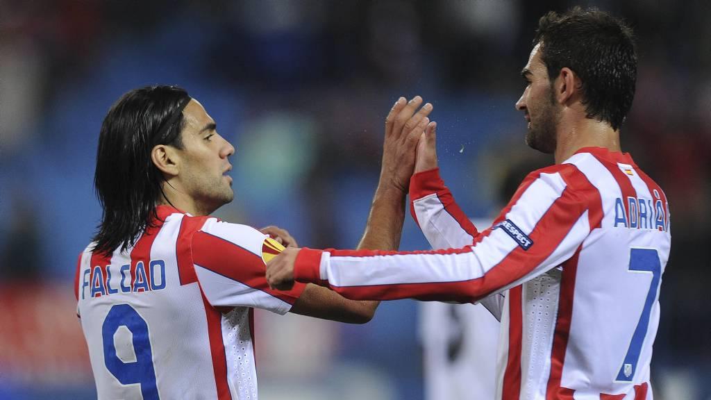 Falcao og  Adrian Lopez har sprudlet i Atletico Madrid i år. Altetico har vært tredje best i La Liga i 2012, og står i tillegg med 8-0-0 i Europa League. Neste sesong kan det bli spill i Champions League.  (Foto: DANI POZO/Afp)