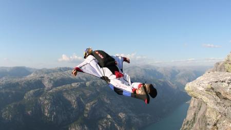 Karina Hollekin hopper basehopp. Fra hennes bok «Den vidunderlige følelsen av frykt»