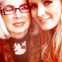 Maria med mormor (Foto: Privat/Marias Idol-blogg)