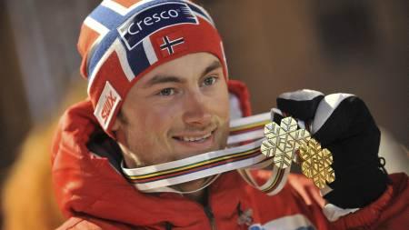 Petter Northug jr. var overlegen i ski-VM. Svenske Johan Olsson er sikker på at nordmannen blir like suveren når verdenscupen starter. (Foto: MARTIN SIDORJAK/AFP)