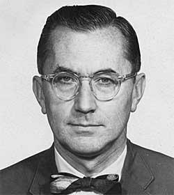 DIPLOMATISK DEKKE: CIA fikk utstedt et diplomatpass til William   Colby. (Foto: Fra dokumentaren «The Man Nobody Knew»)