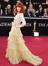 EN GOD NUMMER TO: Frontfigur i bandet «Florence and the Machine», Florence Welch er kåret til Storbritanias nest best kledde kvinne, kun slått av Kate Middleton.