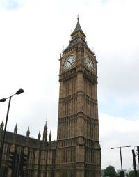 ATTRAKSJONER: Legg shoppingturen til London, og få med deg litt   sightseeing samtidig. Klokketårnet Big Ben på parlamentsbygningn er et   must. (Foto: Kjersti Skar Staarvik)
