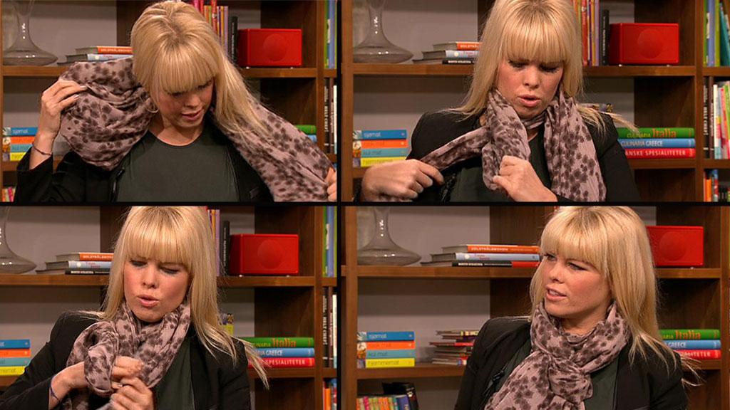Marianne Jemtegård demonstrerer skjerfknute